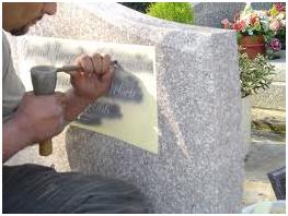 Nous effectuons aussi la gravure sur monument par un graveur sur pierre professionnel